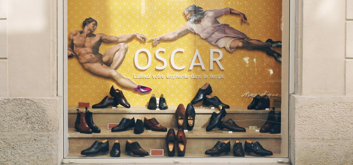 Vitrine centrale jaune du magasin Oscar